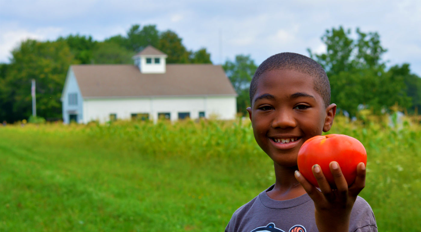 Boy-with-tomato-HOME